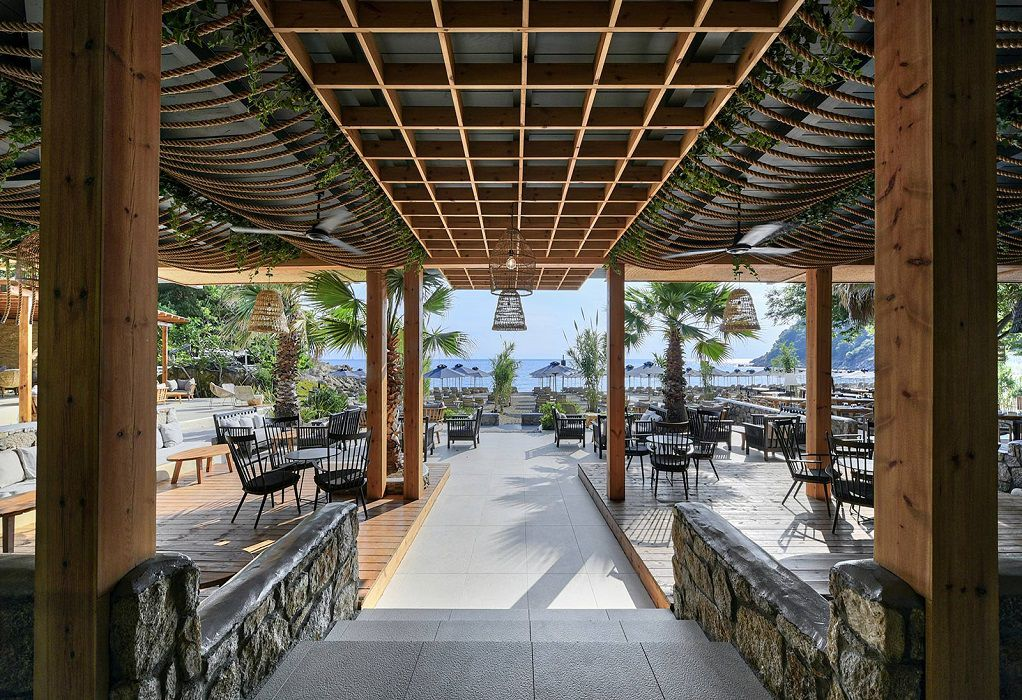 Beach Bars: Μετά την Covid, περιμένουν βελτίωση του καιρού