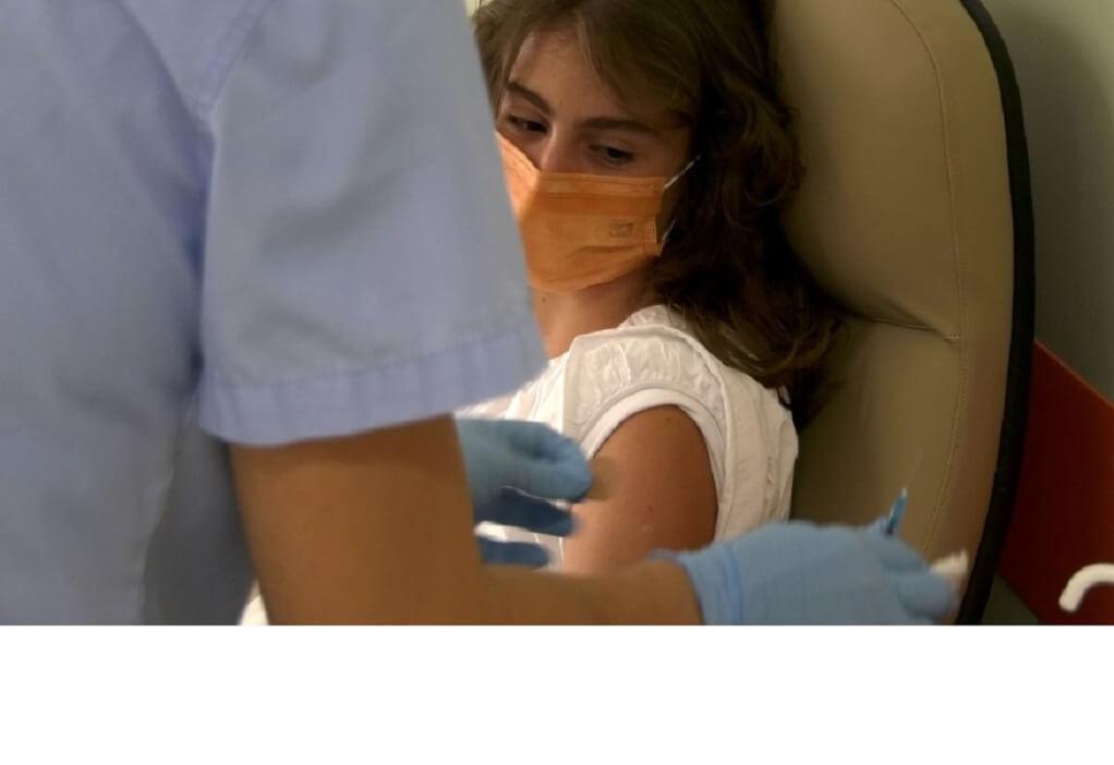 Κορωνοϊός: Εμβολιάστηκε η πρώτη 15χρονη στο νομό Λάρισας