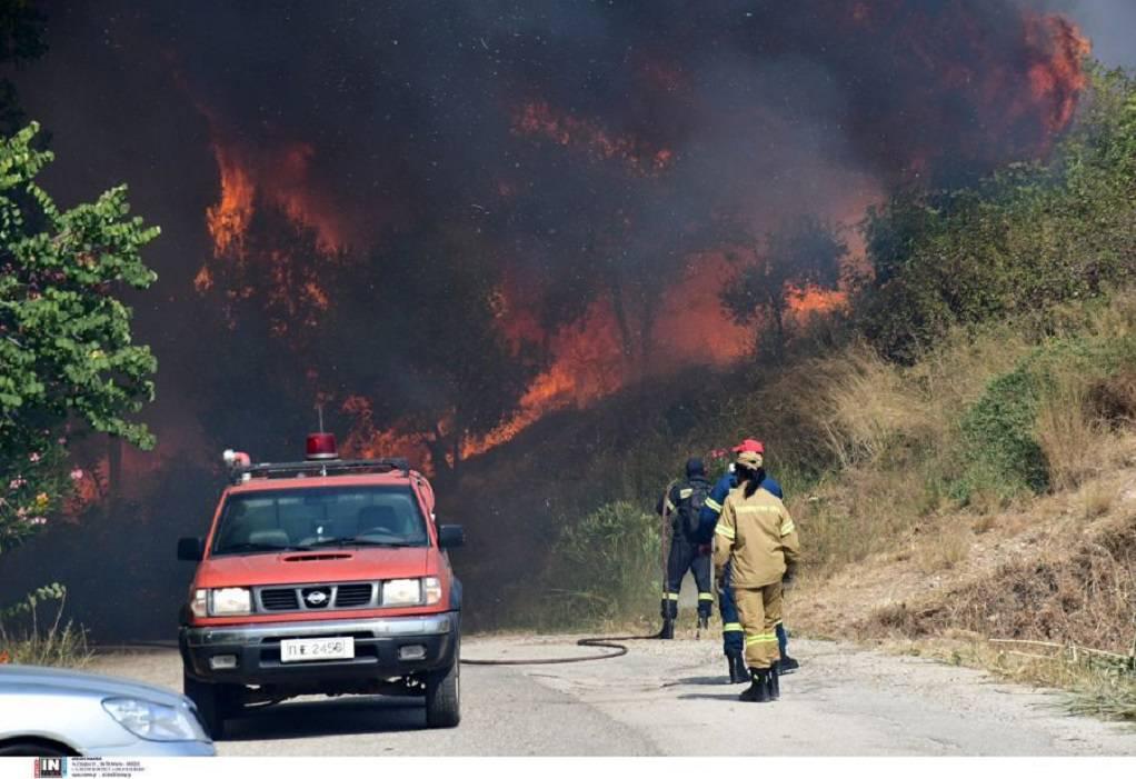 Πάτρα: Σε ύφεση η φωτιά στη Δροσιά