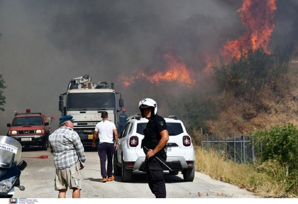 Πάτρα: Σε εξέλιξη η φωτιά στη Δροσιά – Σε ύφεση το μέτωπο στην Ελεκίστρα