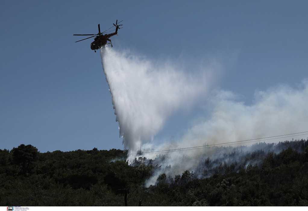 Μαίνεται η φωτιά στο Προδρόμι Χανίων -Σηκώθηκε ελικόπτερο