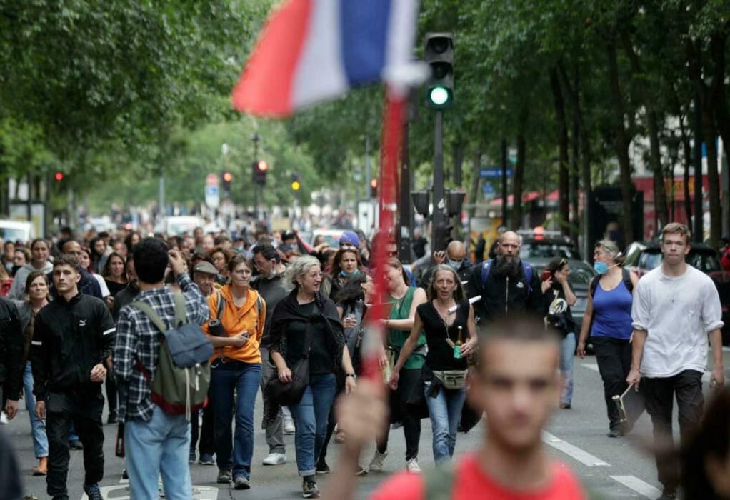 Γαλλία: Διαδηλώσεις κατά της κάρτας υγείας