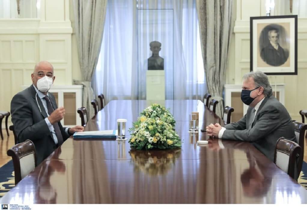 Ο Ν. Δένδιας ενημερώνει τα κόμματα για τις τελευταίες εξελίξεις στο Κυπριακό