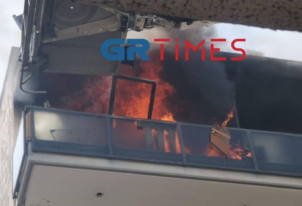 Καλαμαριά: Εκρήξεις και φωτιά σε διαμέρισμα πολυκατοικίας (ΦΩΤΟ-VIDEO)
