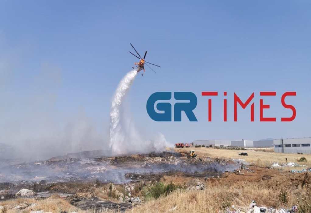Φωτιά-Ωραιόκαστρο: Ενισχύθηκαν οι δυνάμεις της Πυροσβεστικής και με ελικόπτερο