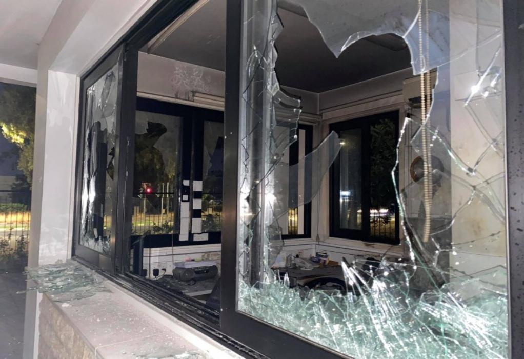Κύπρος: Επίθεση στο Προεδρικό Μέγαρο και τον τηλεοπτικό σταθμό Σίγμα (ΦΩΤΟ)