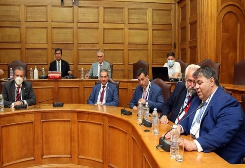 Βουλή-Επιτροπές Εξωτερικών και Διασποράς: Χρέος και τιμή του Κοινοβουλίου να καλεί τα μέλη της ΑΧΕΠΑ