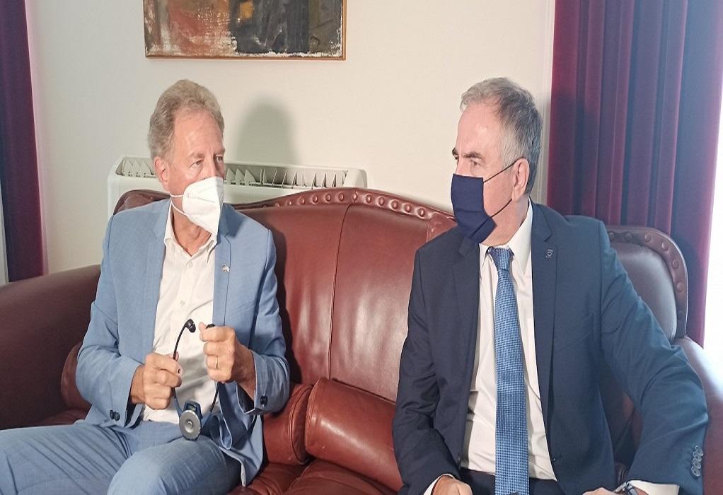 Με τον Γερμανό υφυπουργό οικονομικών συναντήθηκε ο Σταύρος Καλαφάτης