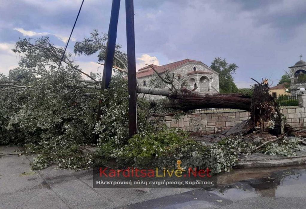 Καρδίτσα: Μπουρίνι ξήλωσε σκεπές και κολώνες ηλεκτρισμού (ΦΩΤΟ)