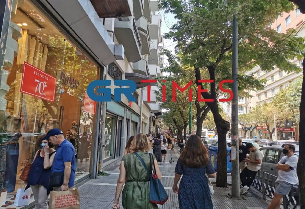 Θεσσαλονίκη: Ανοιχτά τα καταστήματα με εκπτώσεις – Στην αγορά αντί για θάλασσα (ΦΩΤΟ)