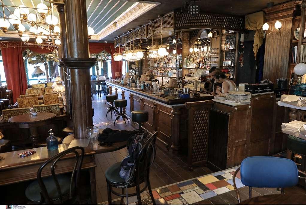 Θεσσαλονίκη: Σύλληψη, «καμπάνα» και λουκέτο σε ιδιοκτήτη καφέ-μπαρ για παραβίαση ωραρίου
