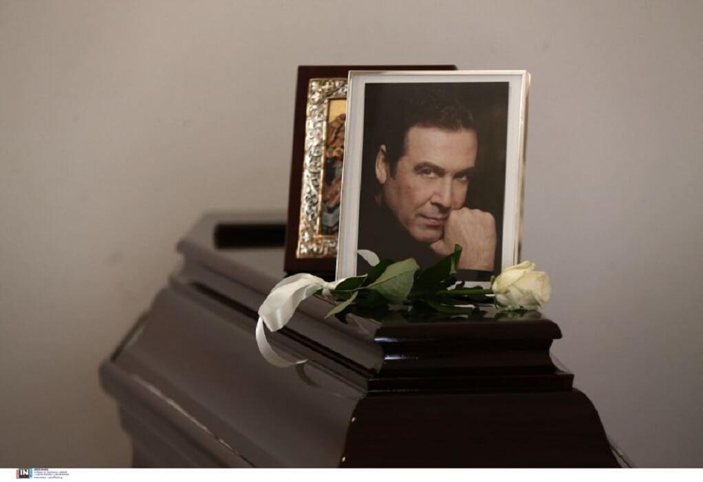 Βοσκόπουλος: Το τελευταίο αντίο στον «πρίγκιπα» του ελληνικού τραγουδιού