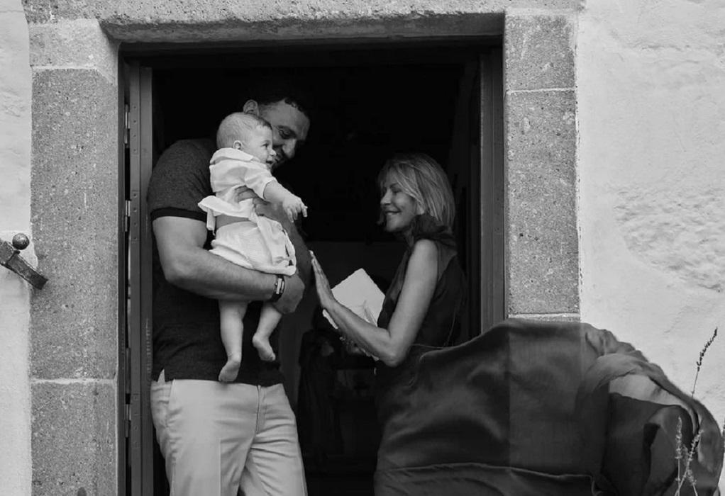 Κικίλιας – Μπαλατσινού βάφτισαν τον γιο τους στην Πάτμο (ΦΩΤΟ)