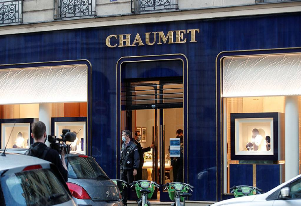 Παρίσι: Ληστής με… πατίνι άρπαξε λεία 2 εκ. ευρώ από γνωστό κοσμηματοπωλείο