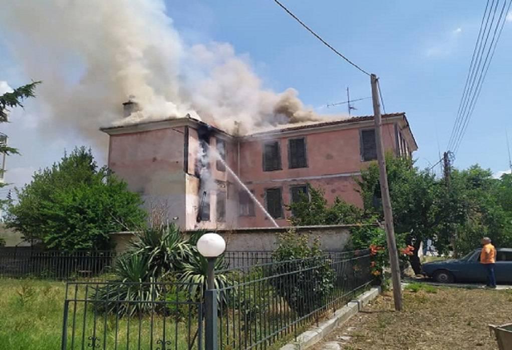 Λαγκαδάς: Φωτιά σε εγκαταλελειμμένο κτήριο (ΦΩΤΟ-VIDEO)
