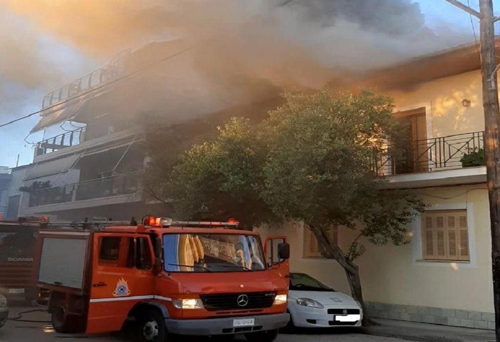 Λάρισα: Φωτιά σε σκεπή οικοδομής (ΦΩΤΟ)