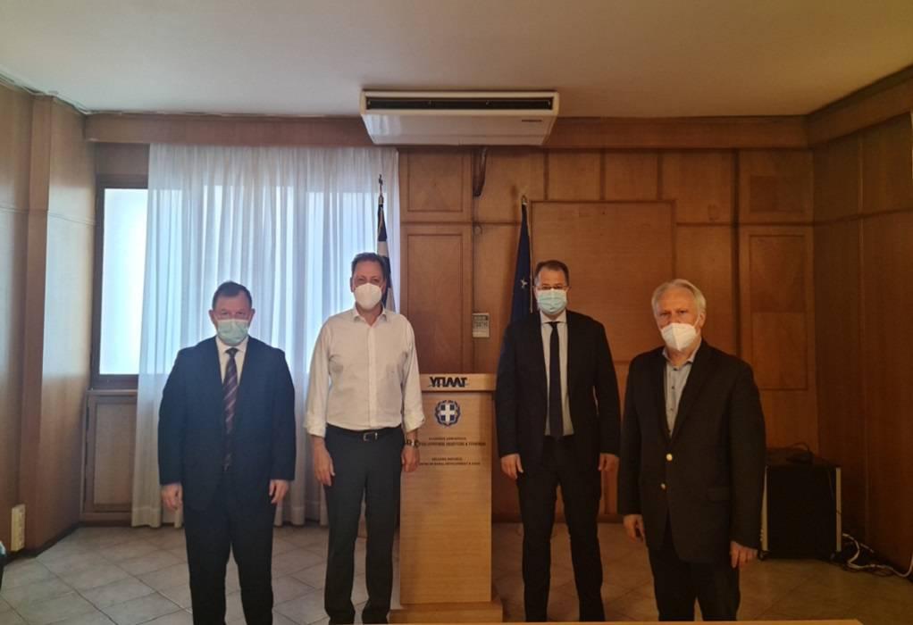 ΥΠΑΑΤ: Σύσκεψη βουλευτών με Λιβανό για την κλημεντίνη