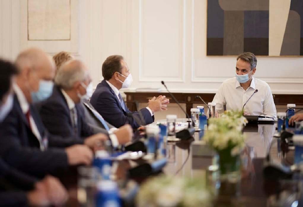 Συνάντηση πρωθυπουργού με Πανελλήνια Ένωση Φαρμακοβιομηχανίας: επενδύσεις 1,2 δισεκ. έως το 2025