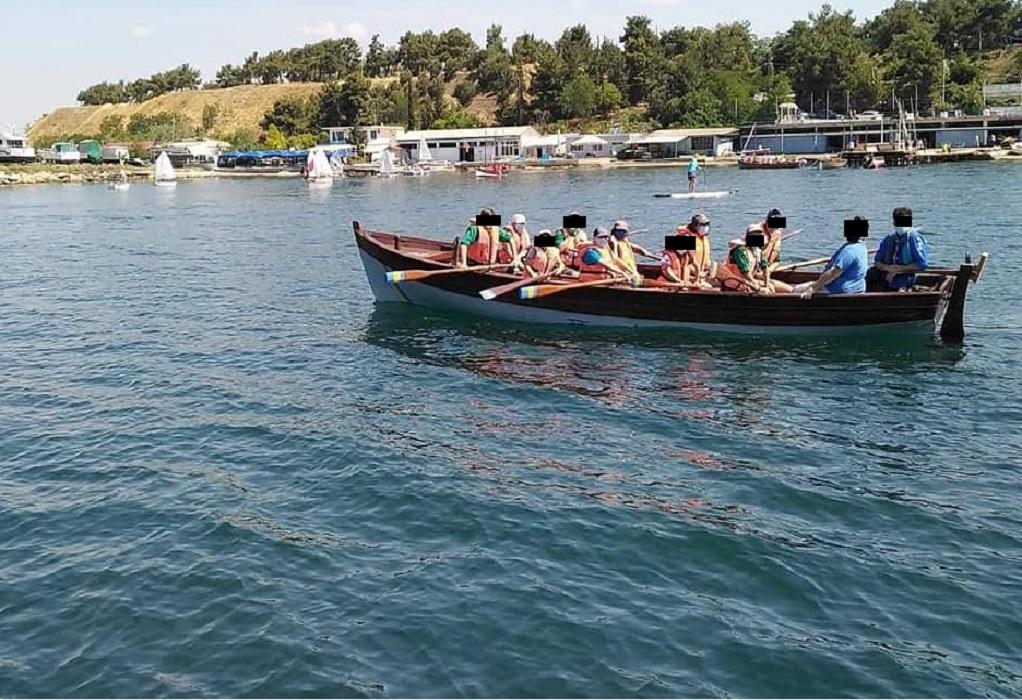 «Οδύσσεια» για 9 ναυτοπροσκόπους – Αναποδογύρισε η βάρκα τους ανοικτά της Επανομής