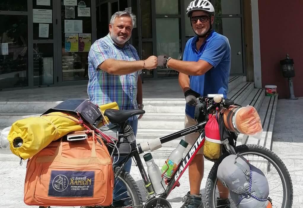 Ποδηλάτης κάνει τον γύρο της Ελλάδας με στάση στο δήμο Κορδελιού-Ευόσμου