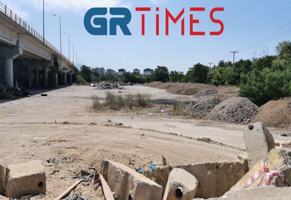 """Θεσσαλονίκη: Προχωράει ο καθαρισμός της """"απέραντης"""" χωματερής (ΦΩΤΟ-VIDEO)"""
