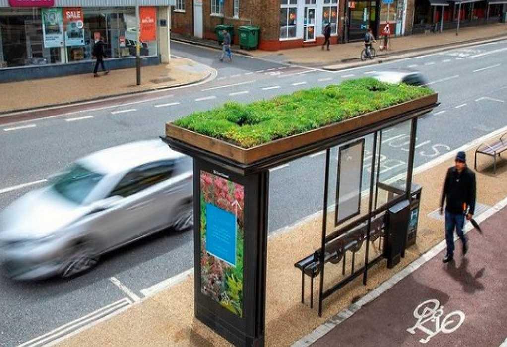 Στο Λέστερ της Αγγλίας, 30 στάσεις λεωφορείων έγιναν στάσεις μελισσών