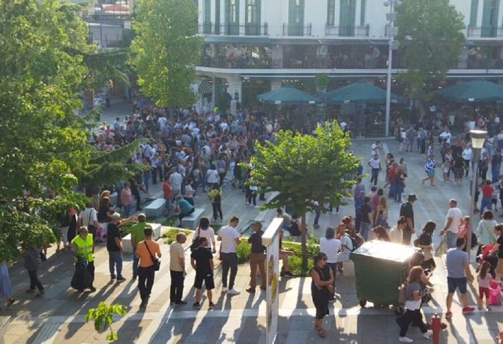 Συγκέντρωση αντιεμβολιαστών στην κεντρική πλατεία της Κοζάνης (ΦΩΤΟ-VIDEO)