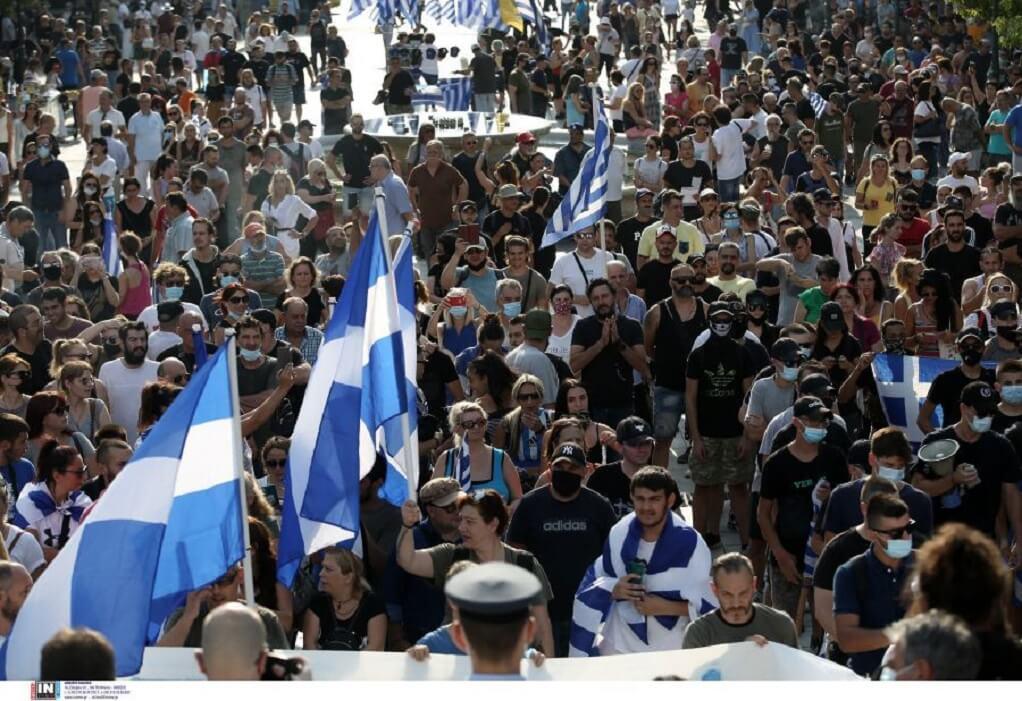 Αθήνα: Ένταση με αντιεξουσιαστές στην πορεία των αντιεμβολιαστών-1 τραυματίας