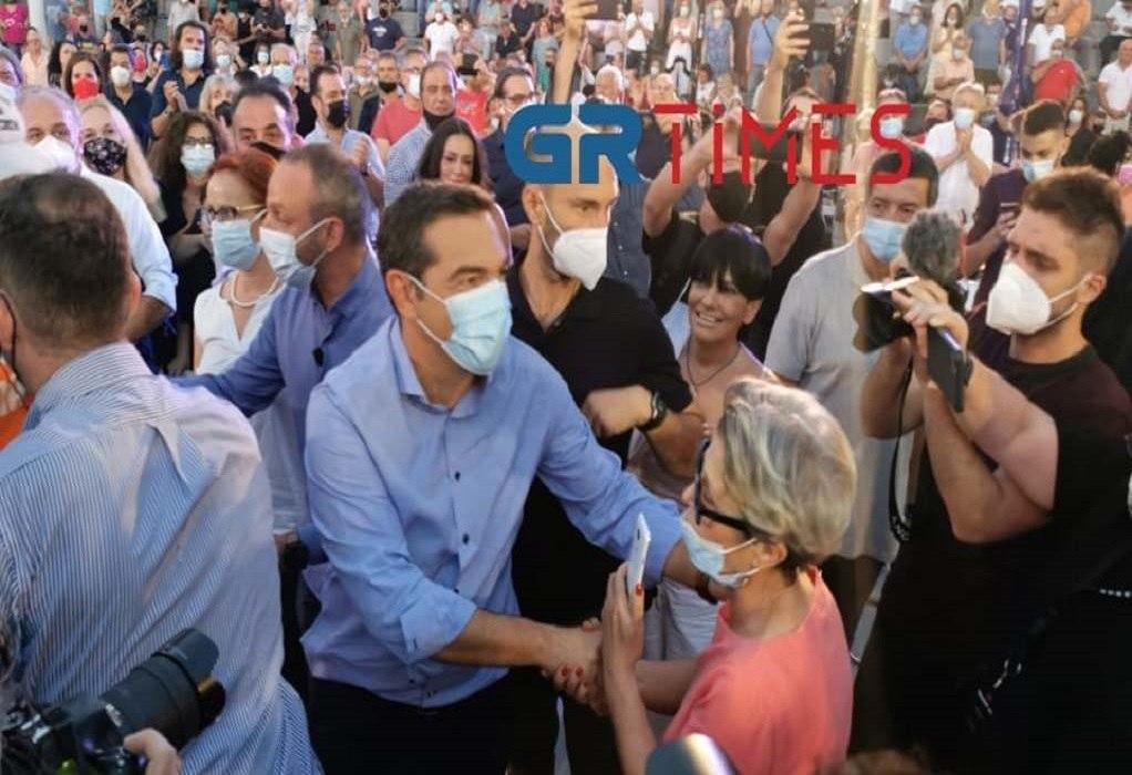 Θεσσαλονίκη: Με αγκαλιές και χειροκρότημα υποδέχθηκαν τον Τσίπρα (ΦΩΤΟ-VIDEO)