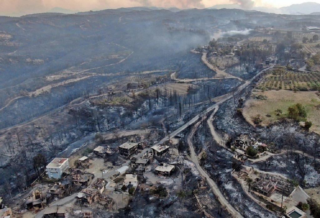 Τέσσερις νεκροί στις δασικές πυρκαγιές στην Τουρκία