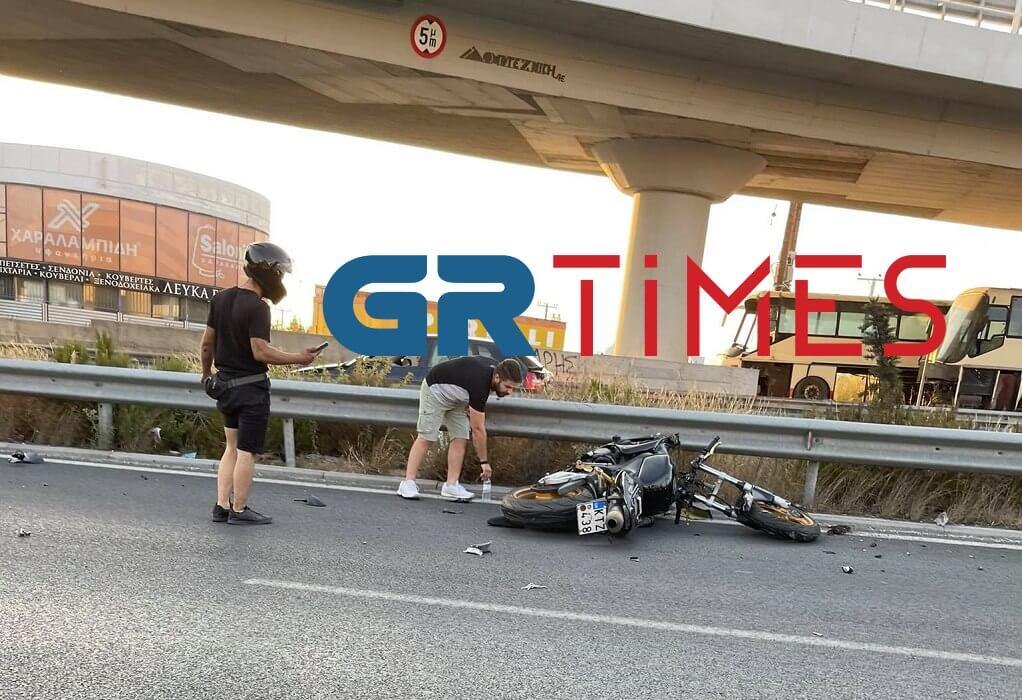 Θεσσαλονίκη: Τροχαίο στον περιφερειακό-Αναποδογύρισε μοτοσυκλέτα