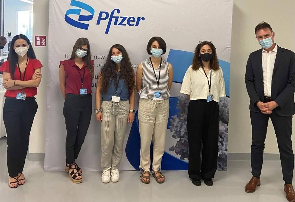Pfizer: Τέσσερις απόφοιτες του ΑΠΘ σε διετές πρόγραμμα εκπαίδευσης