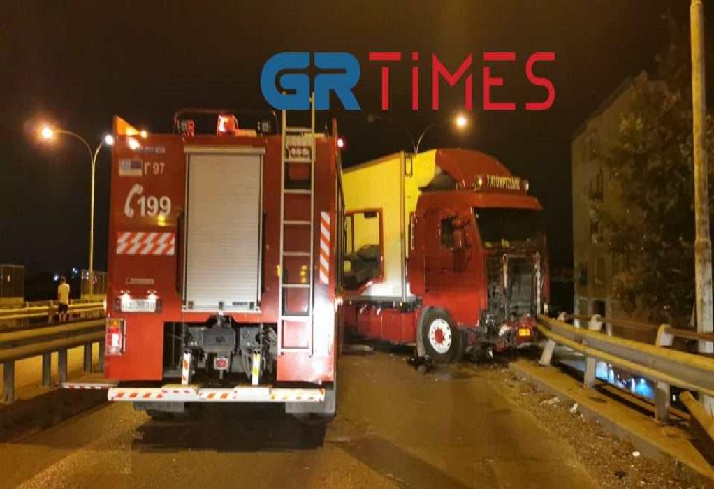 Εκτροπή φορτηγού στη δυτική Θεσσαλονίκη – Ένας τραυματίας (ΦΩΤΟ-VIDEO)