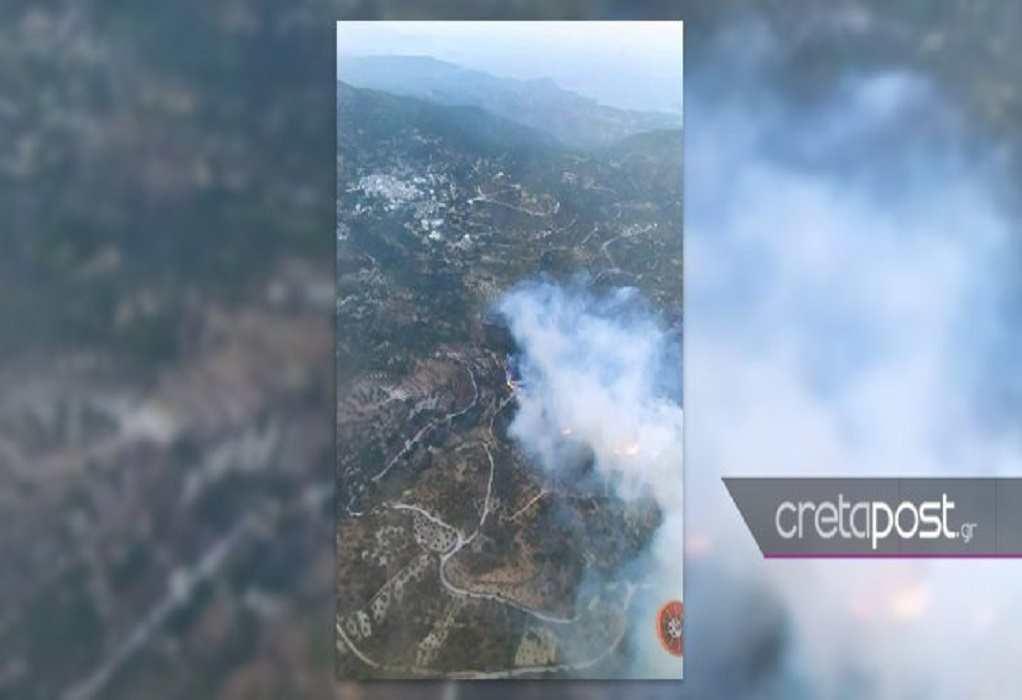 Κρήτη: Μαίνεται το πύρινο μέτωπο στο δάσος της Πρίνας– Επιχειρούν εναέρια μέσα