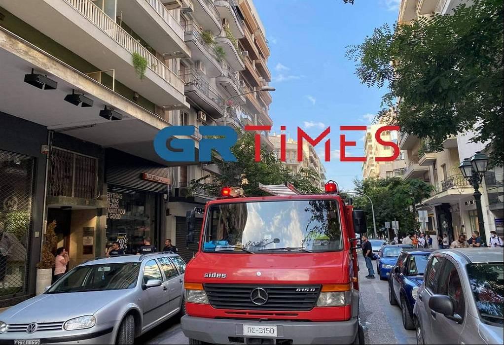 Φωτιά σε διαμέρισμα στο κέντρο της Θεσσαλονίκης (VIDEO)