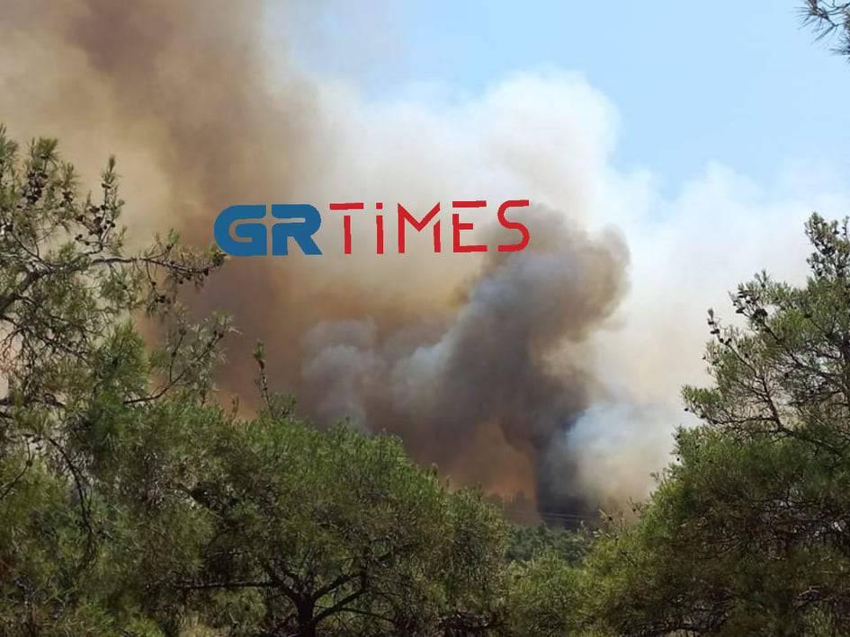 ΕΚΤΑΚΤΟ: Κλείνει η Περιφερειακή Οδός Θεσσαλονίκης λόγω της φωτιάς