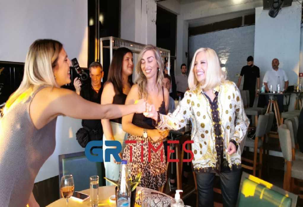 """Φ. Γεννηματά: Καφέ με νέους στη Θεσσαλονίκη – """"Να τους κρατήσουμε στον τόπο μας"""" (VIDEO)"""