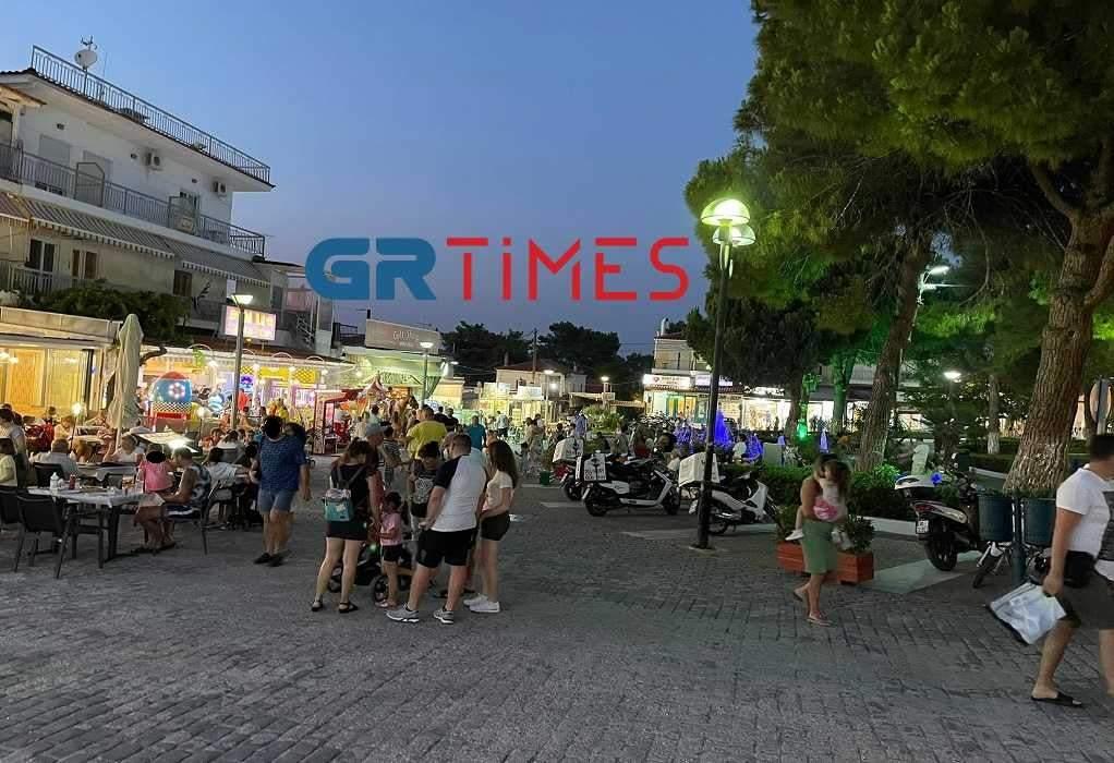 Χαλκιδική: Βόλτες στη Χανιώτη σαν… να μην υπάρχει κορωνοϊός (ΦΩΤΟ)