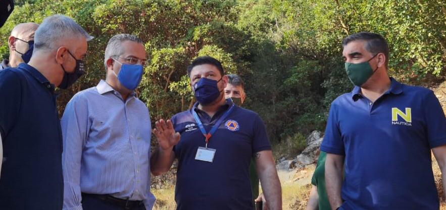 Ζήρια Αχαίας: Στο μέτωπο της πυρκαγιάς ο Νίκος Χαρδαλιάς
