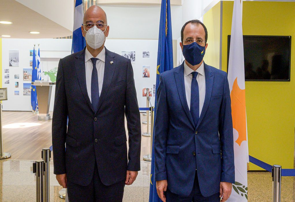 Επικοινωνία Δένδια- Χριστοδουλίδη: «Στενός συντονισμός Ελλάδας και Κύπρου»