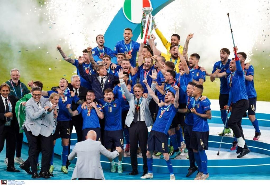 Euro 2020: Η απονομή και οι πανηγυρισμοί των Ιταλών μέχρι το πρωί (VIDEO)