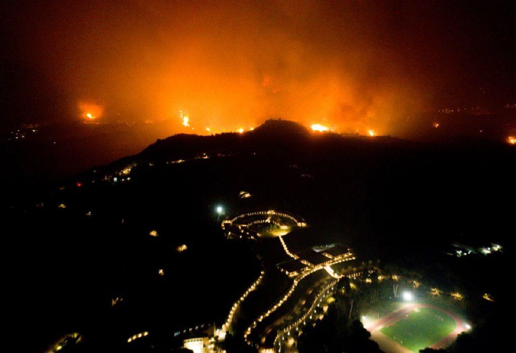 Σε πύρινο κλοιό η χώρα: Μάχη με τις φλόγες σε Εύβοια, Αρχαία Ολυμπία και Μεσσηνία