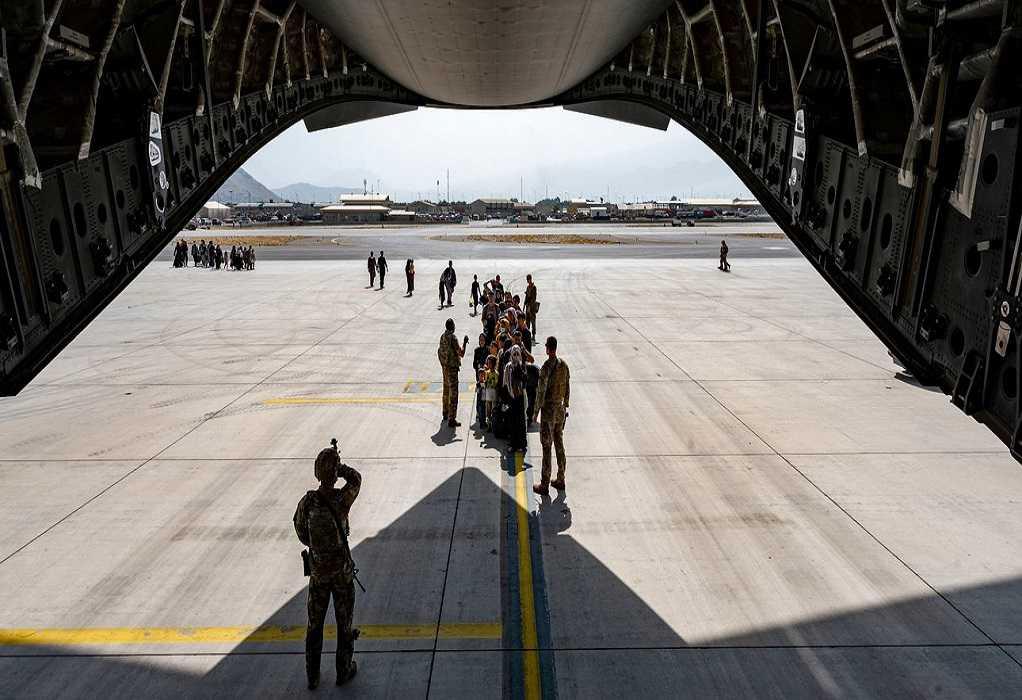 Στο Ηνωμένο Βασίλειο από το Αφγανιστάν το τελευταίο αεροσκάφος με Βρετανούς στρατιώτες