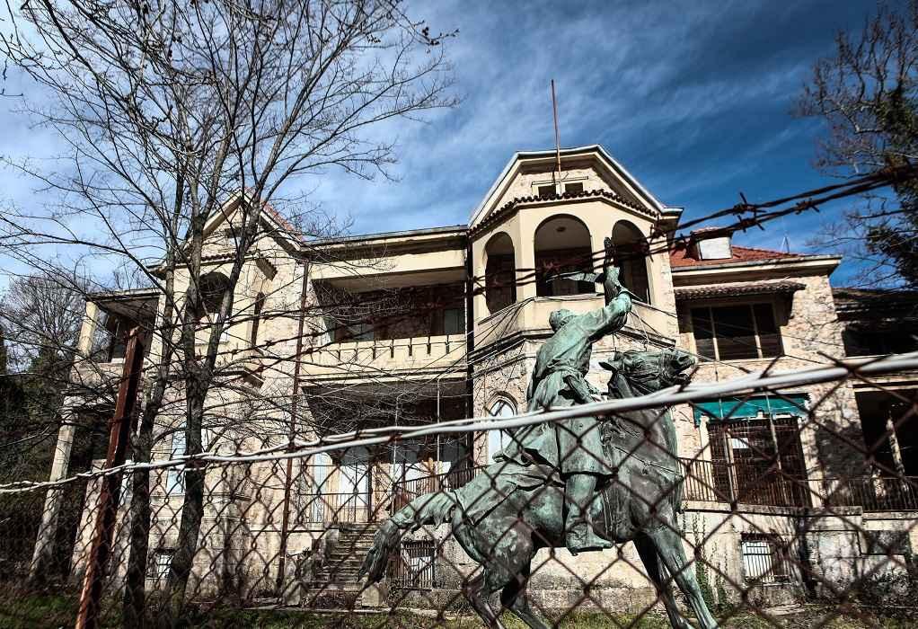 Φωτιά στη Βαρυμπόμπη: Μεταφορά αντικειμένων από το πρώην βασιλικό κτήμα στο Τατόι