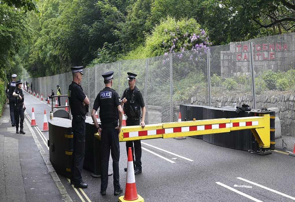 Βρετανία: Τέσσερις αστυνομικοί τραυματίστηκαν σε συγκρούσεις με αντιεμβολιαστές διαδηλωτές