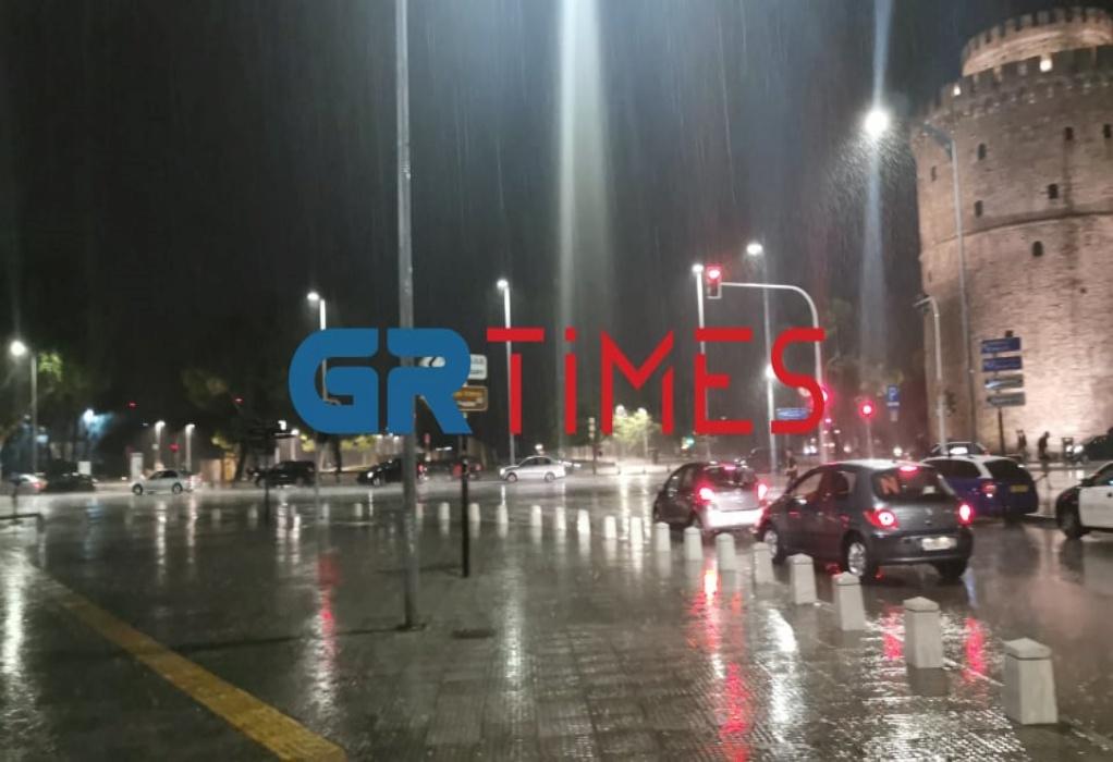 Μετά τον καύσωνα… Καταρρακτώδης βροχή στη Θεσσαλονίκη (ΦΩΤΟ+VIDEO)