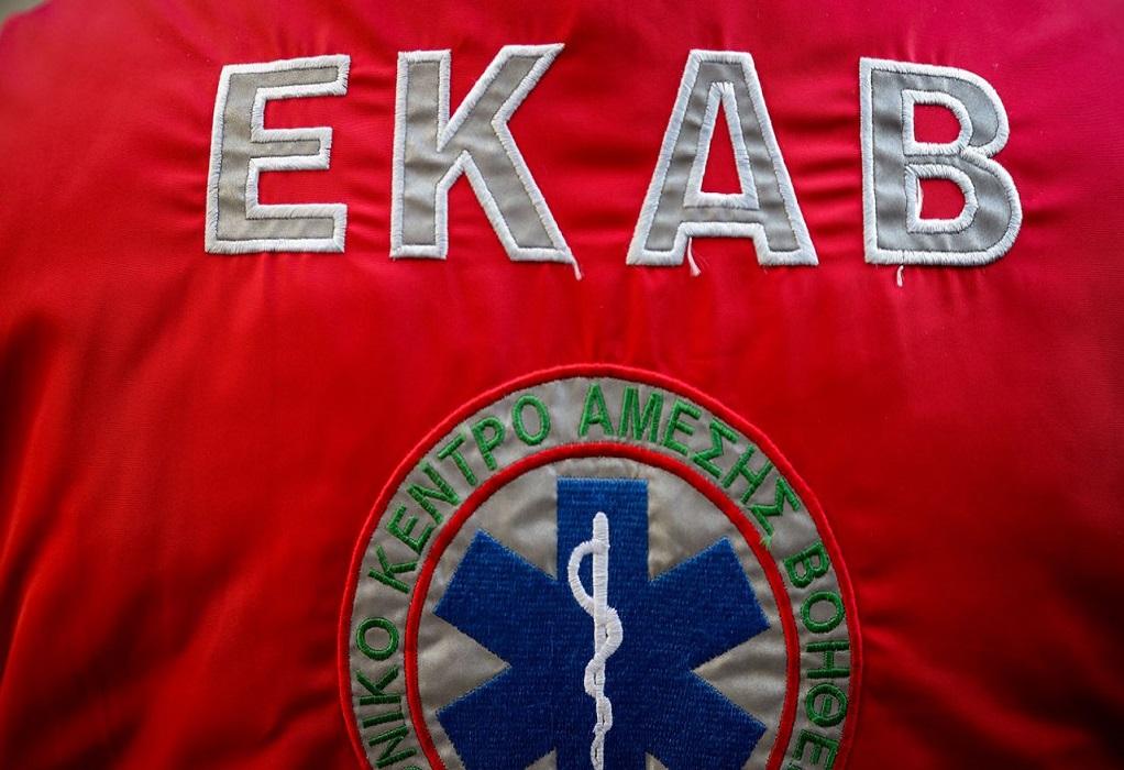 Κέρκυρα: Κρατούμενος επιτέθηκε σε διασώστη του ΕΚΑΒ με σιδερένια σχάρα από φρεάτιο