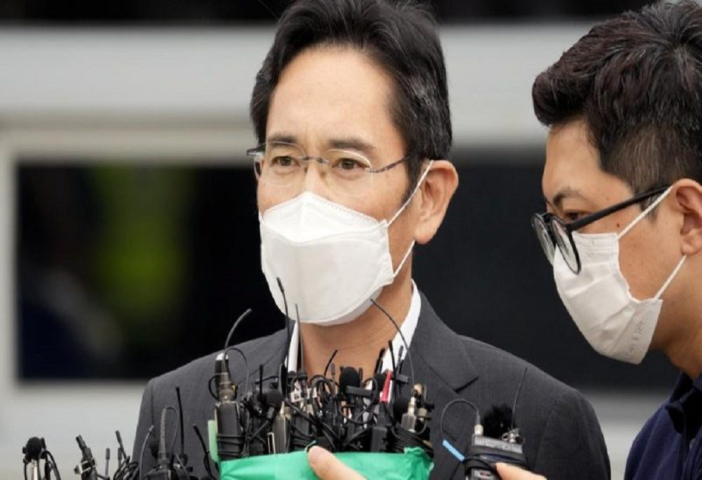 Ν. Κορέα: Αδυνατισμένος ο επικεφαλής της Samsung αποφυλακίσθηκε υπό όρους