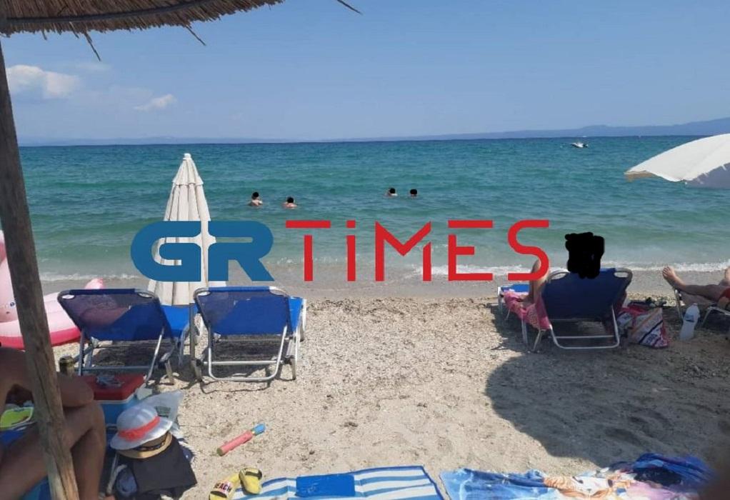 Χαλκιδική: Απολύτως καθαρά τα νερά στην παραλία Παπαδιάς στη Χανιώτη