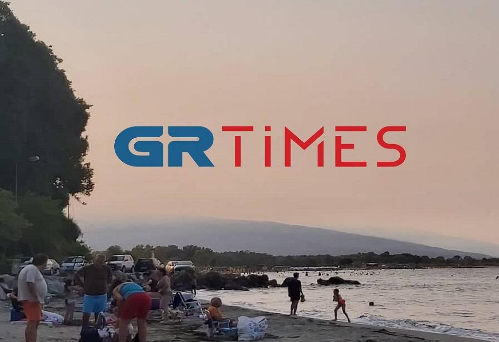 Καπνός από τη φωτιά στην Εύβοια σε παραλίες της Λάρισας, Πιερίας και Χαλκιδικής (ΦΩΤΟ-VIDEO)